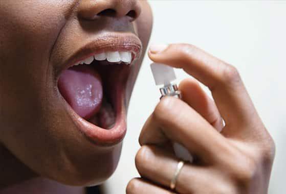 elnyomta a száj szagát