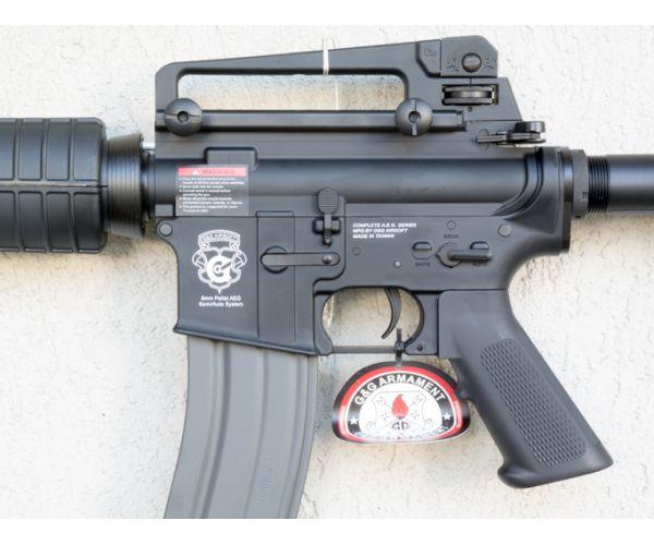 szalagos fegyver