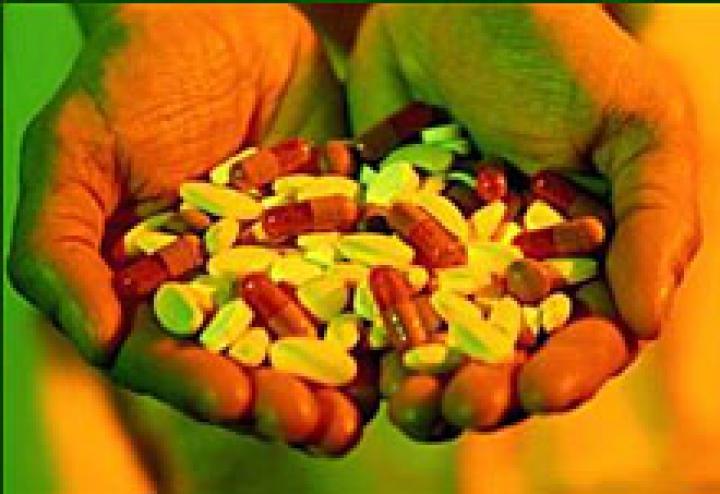 A heroin testvérdrogjai receptre kaphatók – a gyógyszeripar nagyüzemben termeli a függőket
