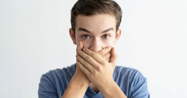 Keserűséget okoz a szájban. szag a szájból, Szörnyű szag a szájból a gyomorból - Fekély