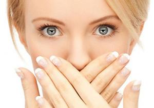 Rossz lehelet és kiütés, Súlyos betegség tünete lehet a rossz lehelet